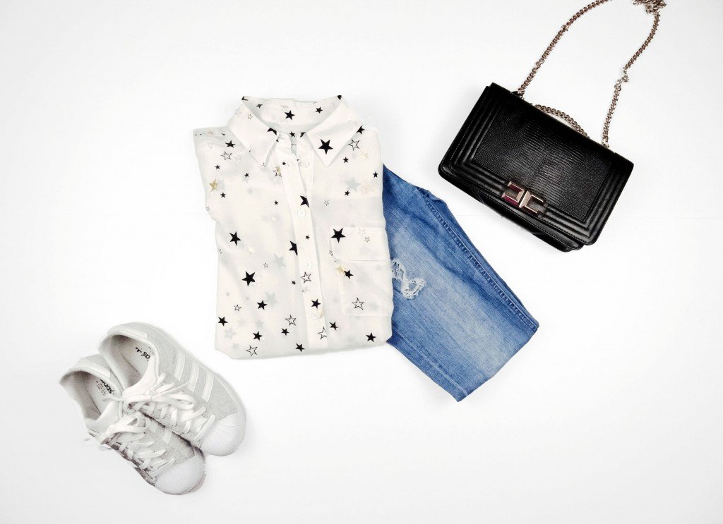 A casual look with blue jeans,white shirt and Adidas Originals