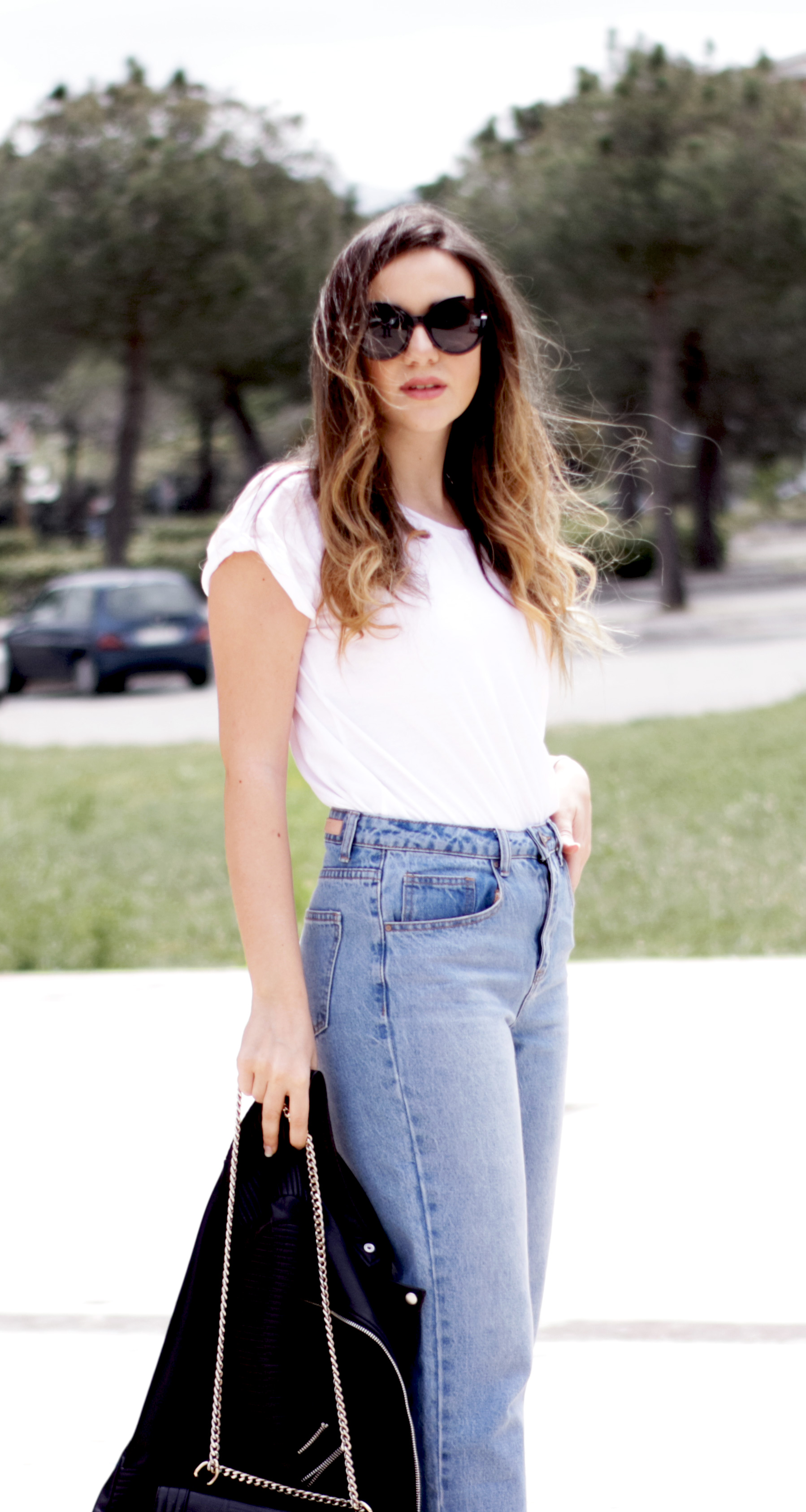 mom-jeans-biker-jacket-fringed-sandals