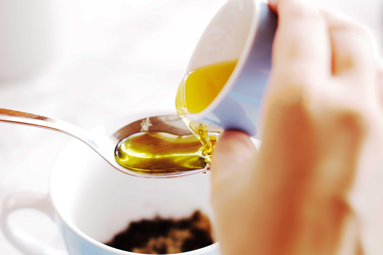 legs-scrub-coffee-sugar-olive.oil